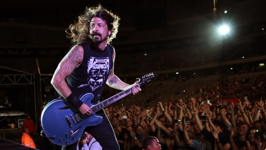 Dave-Grohl-Live-Performance-HD-Wallpaper-03750-540x304