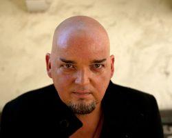 Alain Johannes regresa a Chile, revisa info y detalles