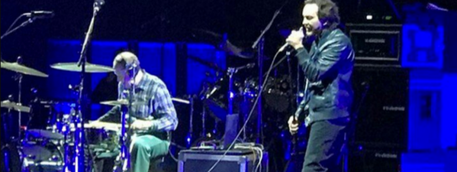 "Eddie Vedder se reunió con el ex-baterista de Pearl Jam Jack Irons para interpretar ""Shine On Your Crazy Diamond"" de Pink Floyd"