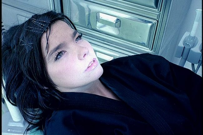 """Videografía: """"Army of Me"""" – Björk"""