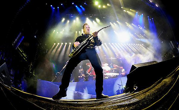 Última noche de celebración para Metallica: Otro nuevo tema y miembros de Black Sabbath, Dave Mustaine y Bob Rock  de invitados entre otros