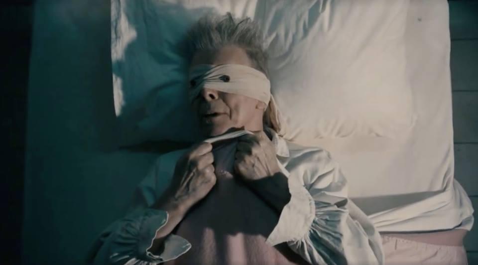 """ESTRENO: David Bowie se desdobla en su nuevo y delirante video """"Lazarus"""""""