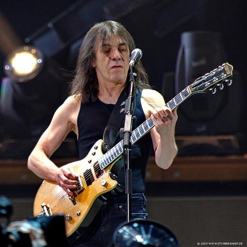 AC/DC emite comunicado donde confirma que Malcom Young deja la banda