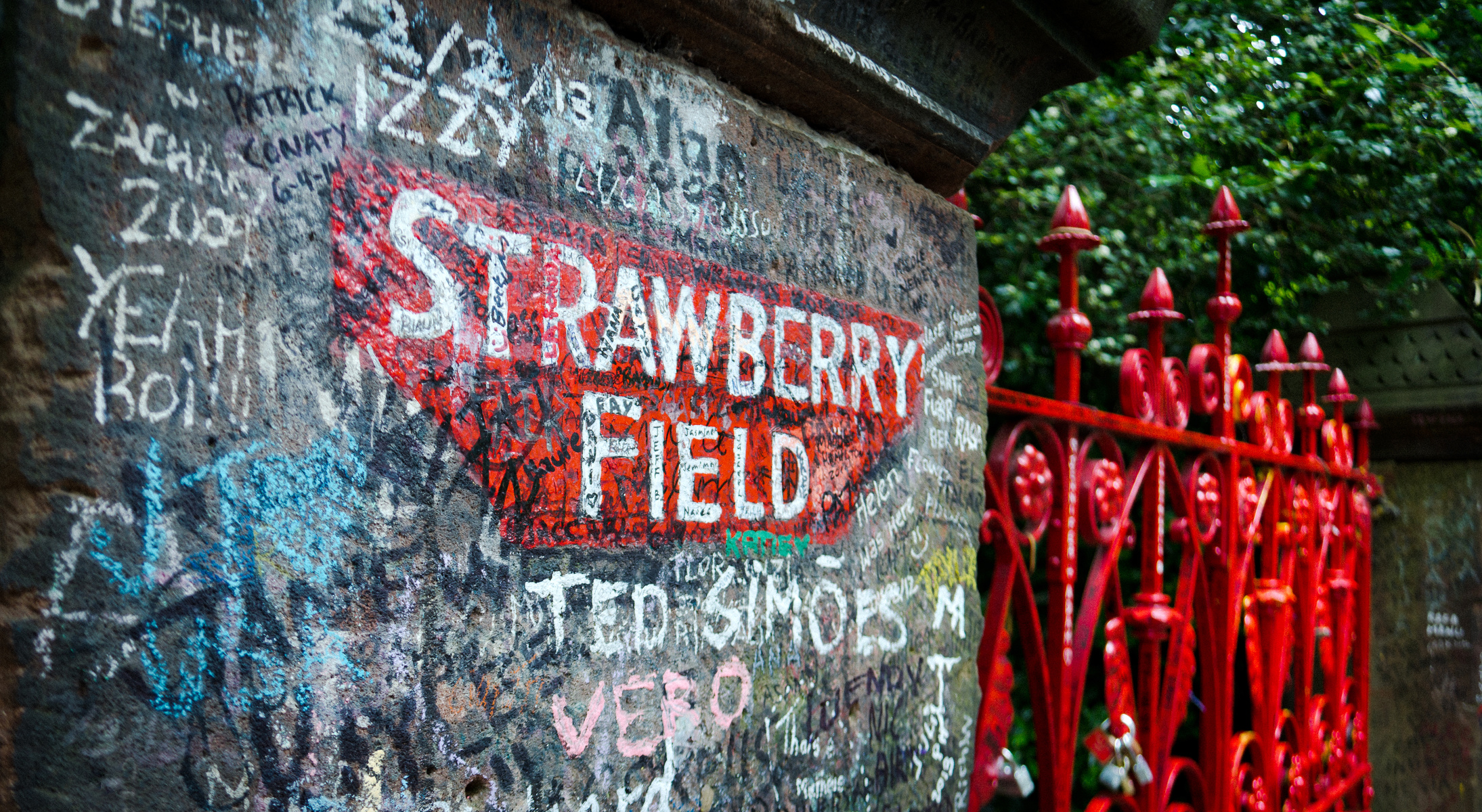 "2×1: ""Strawberry Fields Forever"" The Beatles vs. Los Fabulosos Cadillacs/Debbie Harry"