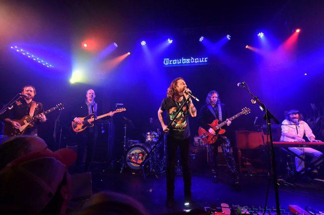 "The Black Crowes arrancó su gira de reunión interpretando ""Shake Your Money Maker"" completo"
