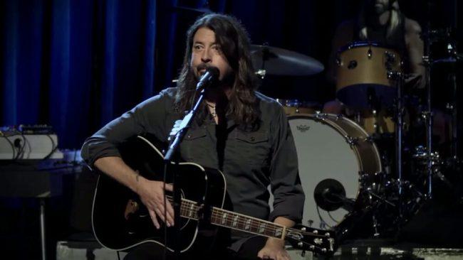 VIDEO: Mira completa la reciente presentación acústica de Foo Fighters en el SOS Fest