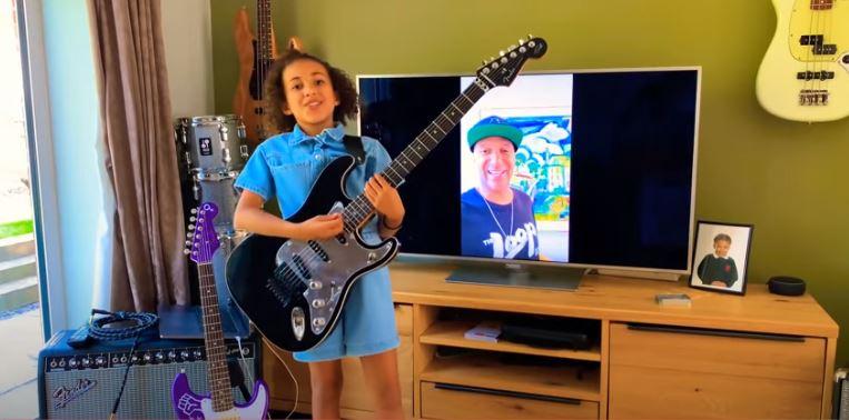 VIDEO: Tom Morello le regaló su guitarra a niña de 10 años que hace versiones de RATM
