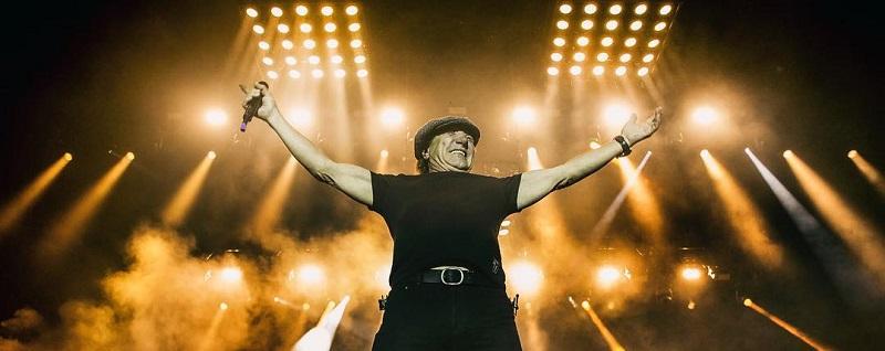 """VIDEO: Brian Johnson volvió a los escenarios para interpretar """"Back In Black"""" de AC/DC junto a Muse"""