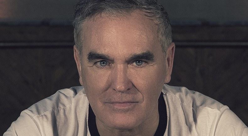 """Morrissey publica en línea su nuevo álbum de estudio """"Low in High School"""", escúchalo acá"""