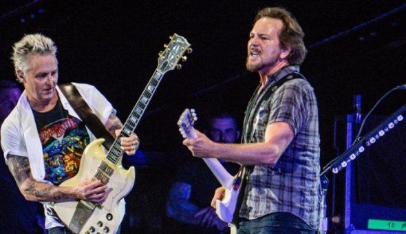 Pearl Jam postea anuncio con marcas en diversas ciudades, incluyendo Chile
