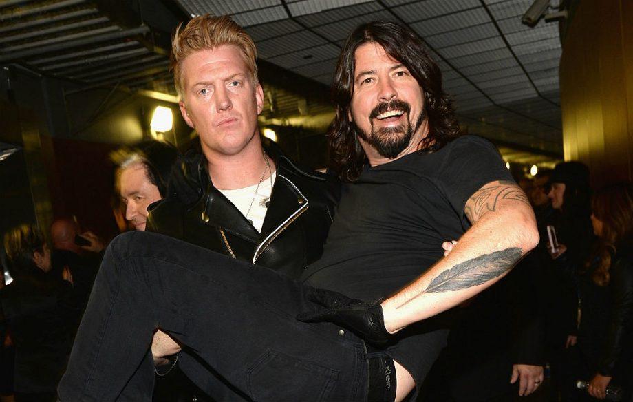 """VIDEO: Queens of The Stone Age y el guiño a Foo Fighters en vivo con """"Everlong"""""""