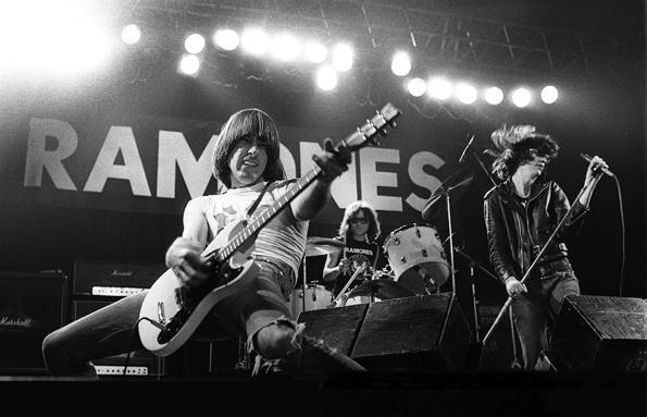 """2×1: """"I Believe in Miracles"""" Ramones vs. Eddie Vedder"""