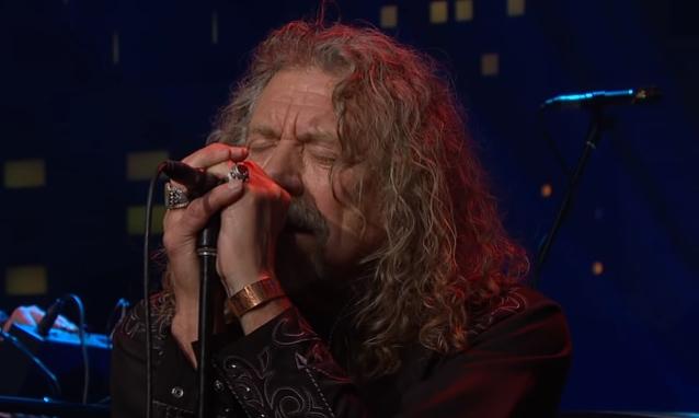 """VIDEO: Mira a Robert Plant tocar """"Immigrant Song"""" de Led Zeppelin por primera vez desde 1996"""