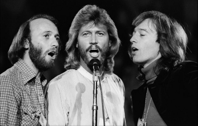 "Bee Gees y el sitial que les corresponde en ""How Can You Mend a Broken Heart"""