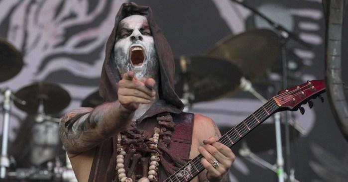 Líder de Behemoth publica video de una pareja teniendo sexo oral en pleno show de la banda