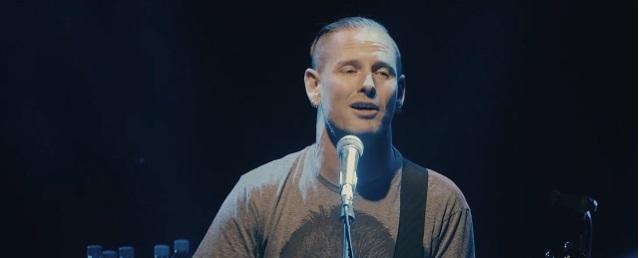 Corey Taylor lanza álbum en solitario con versiones de The Cure, R.E.M., Eagles y más