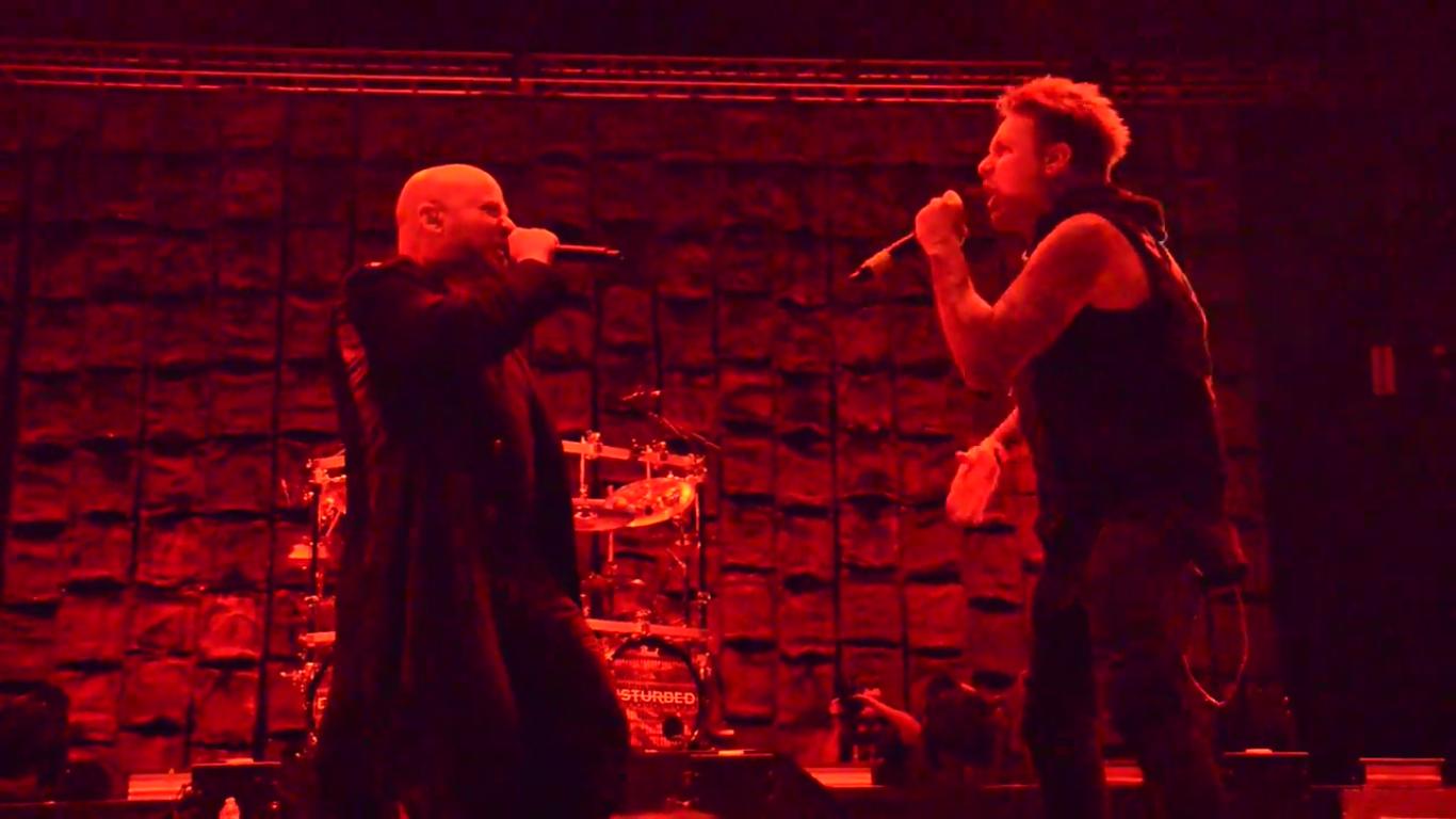 "VIDEO: Disturbed hizo ""Killing in The Name"" de RATM en vivo con Jacoby Shaddix de Papa Roach"