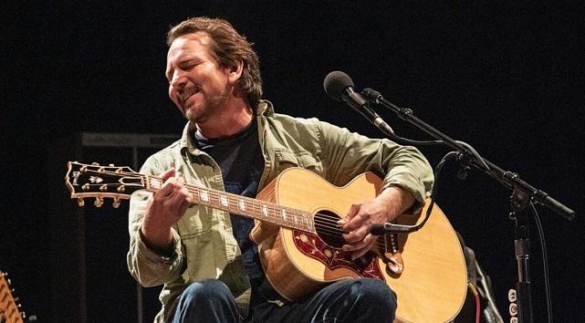 """Eddie Vedder anuncia su nuevo álbum en solitario: escucha """"Long Way"""", el primer corte"""