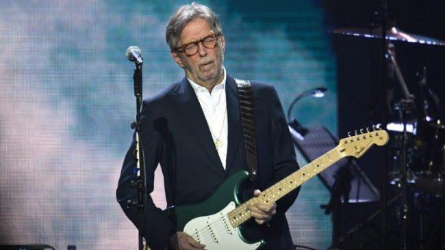 """Eric Clapton realizó concierto con acceso solo a vacunados de Covid-19, después que dijo que """"jamás lo haría"""""""
