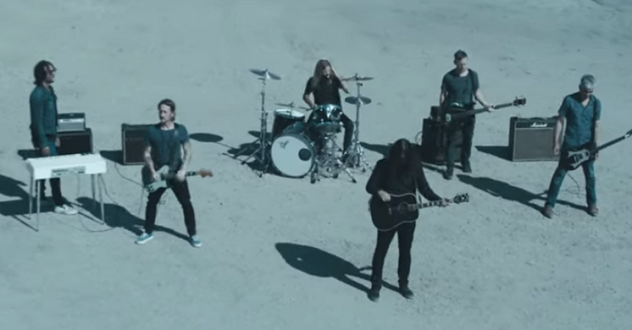 """Waiting on a War"": Foo Fighters y la revolución adolescente son protagonistas en su nuevo video"