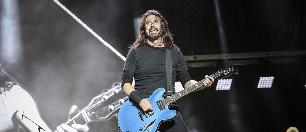 VIDEOS| Foo Fighters y Guns N' Roses rindieron tributo a Malcolm Young de AC/DC en vivo