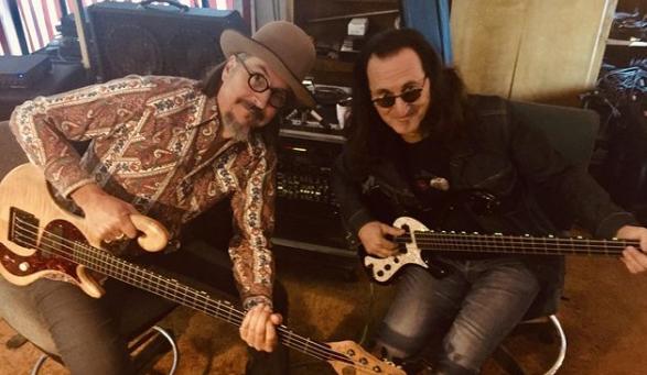 Primus prepara su gira tributo a Rush y Les Claypool toma clases de bajo con Geddy Lee