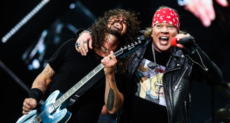 "VIDEO: Foo Fighters y Guns N' Roses se unen en vivo para interpretar ""It's So Easy"""