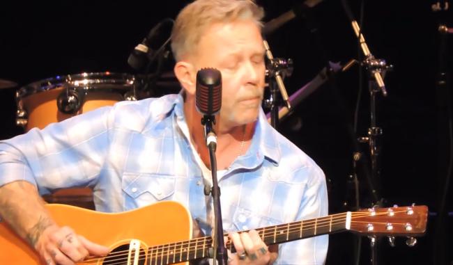 VIDEO: James Hetfield hace su primera presentación en vivo desde su rehabilitación
