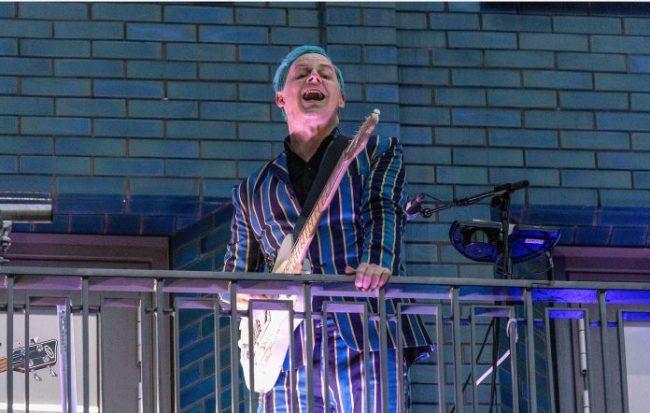 VIDEOS: Jack White revivió éxitos de The White Stripes, The Raconteurs y solista en concierto sorpresa, desde una azotea