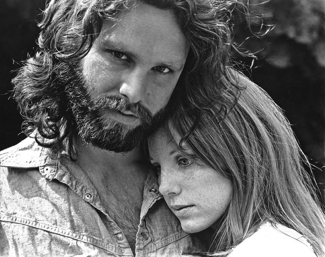 Marianne Faithfull dice que su ex-novio mató a Jim Morrison