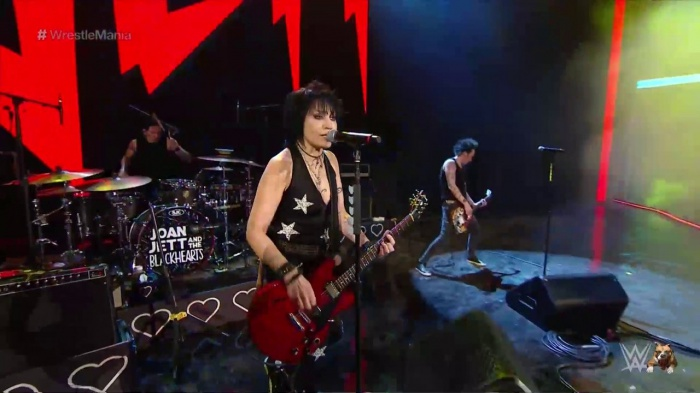 "Joan Jett se presentó en Wrestlemania 35 interpretando su clásico ""Bad Reputation"""