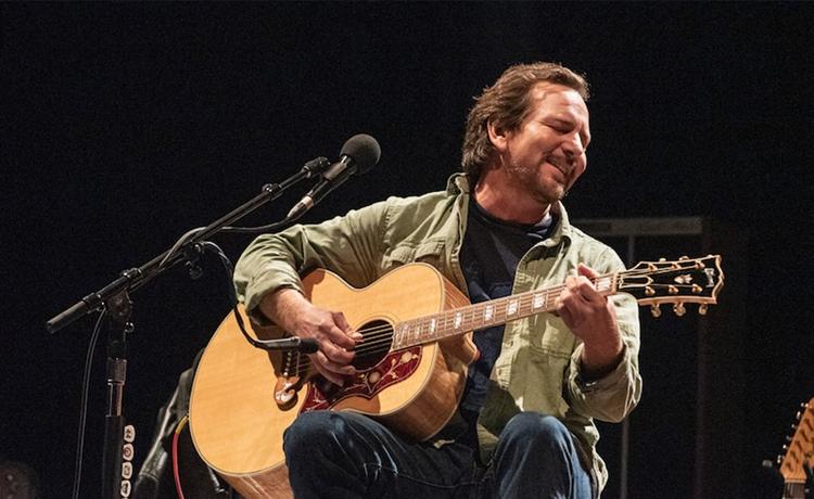 "Eddie Vedder versionó ""Seasons"" de Chris Cornell en homenaje en vivo"