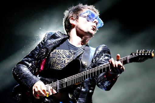 """Muse habla de su nuevo álbum: """"Tratamos de hacer lo que Rage Against The Machine hizo con el hip-hop en la década de los noventa"""""""