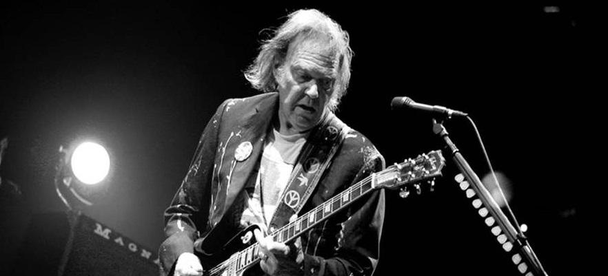 """Neil Young y su crítica a los tours de despedida: """"Cuando me retire, lo sabrán, porque estaré muerto"""""""