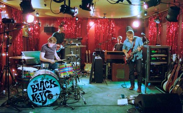 The Black Keys estrena video para 'Little Black Submarines'