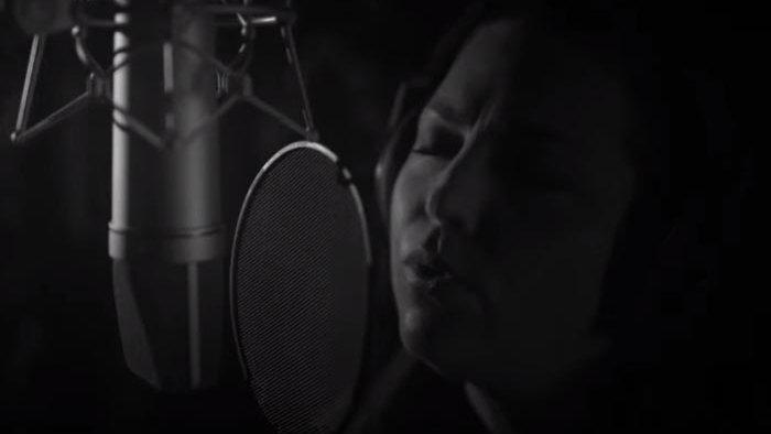 Amy Lee versiona el clásico de U2 'With or Without You'