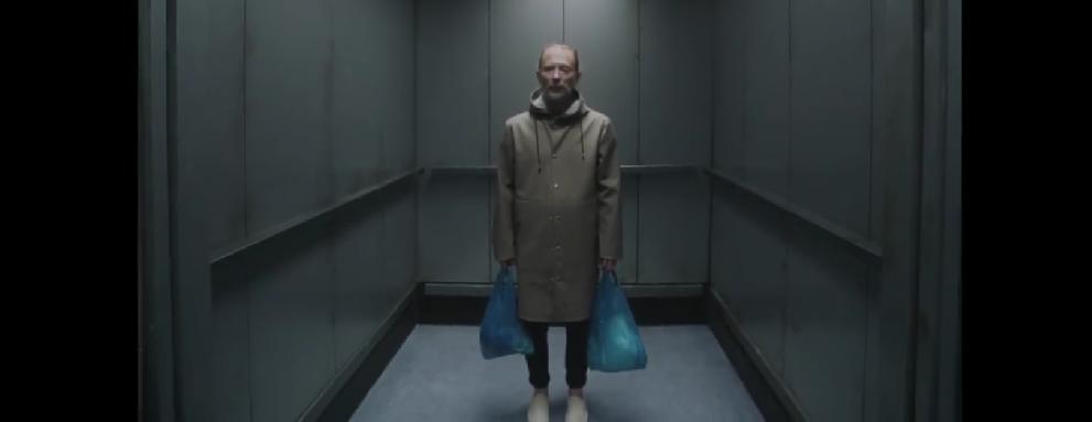 """Thom Yorke y su extraño viaje en ascensor en el nuevo video de Radiohead: """"Lift"""""""