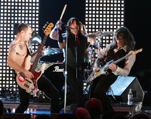 "Revisa un adelanto de las sesiones de Red Hot Chili Peppers en ""Live for the Basement"""