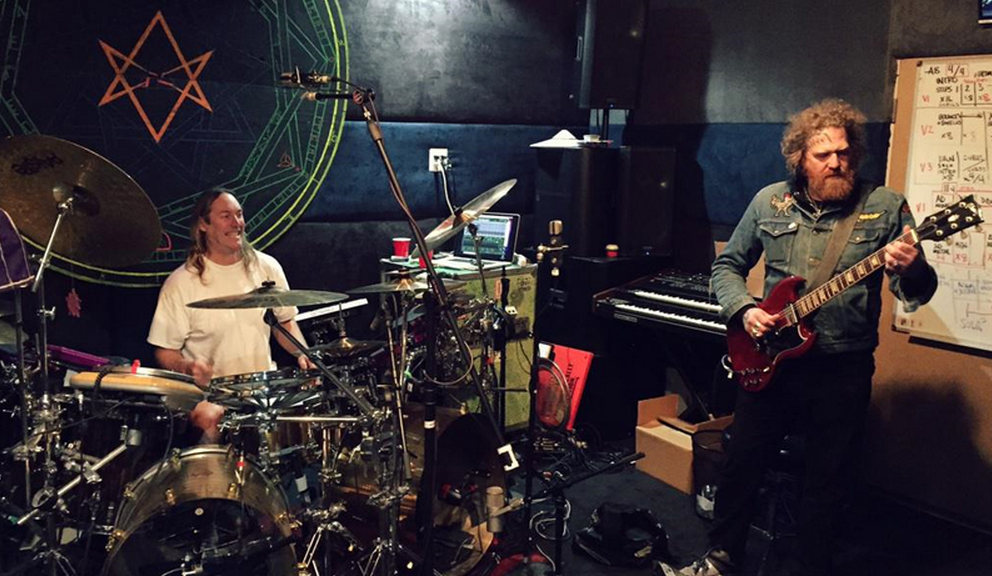 Escucha The Legend of the Seagullmen, la banda de integrantes de Tool y Mastodon