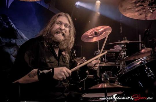 """El baterista de Death Angel dice que """"conoció a Satán en forma de mujer y se transformó en Jabba"""" en su coma de Coronavirus"""