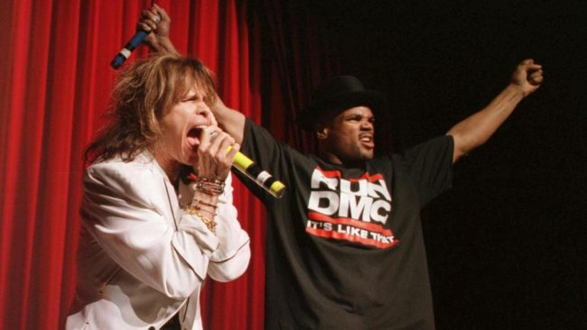 "Aerosmith y Run-D.M.C. se vuelven a encontrar para interpretar ""Walk This Way"""