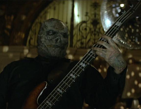 """Slipknot estrenan nuevas máscaras y nuevo bajista en su reciente video """"The Devil In I"""""""