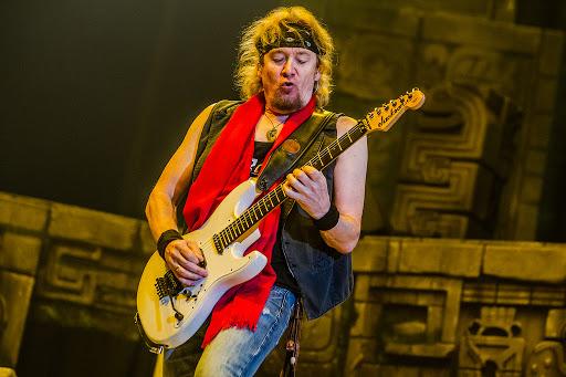 """Adrian Smith y el futuro de Iron Maiden: """"Se vienen cosas muy excitantes en camino"""""""