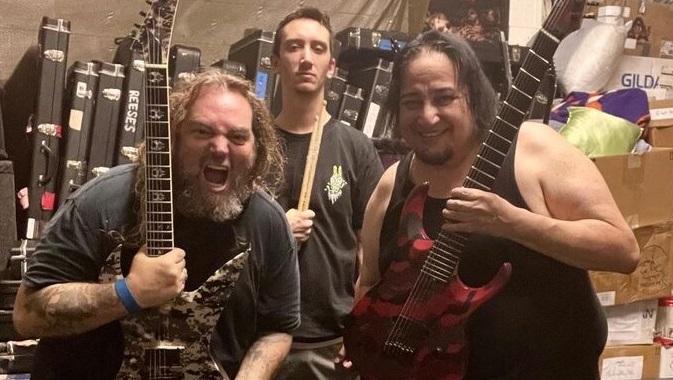 VIDEOS:  Así fue el debut del guitarrista de Fear Factory Dino Cazares con Soulfly