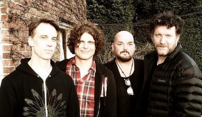 Escucha Ten Commandos, la nueva banda de miembros de Pearl Jam, Soundgarden, QOTSA y Mark Lanegan