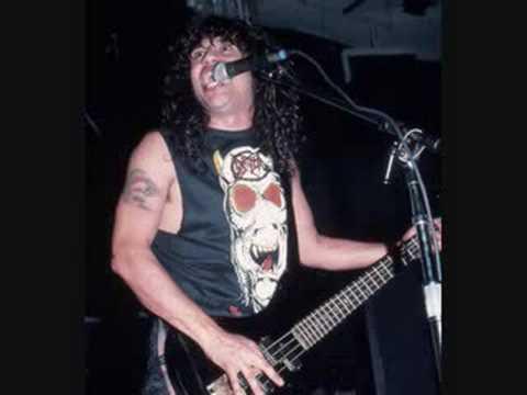 De culto: el día que Tom Araya de Slayer cubrió a Mötley Crüe en los '80