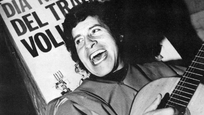 """Víctor Jara: """"Mi canto es una cadena sin comienzo ni final"""""""